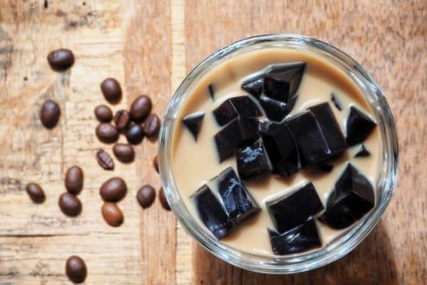 固まったインスタントコーヒーはコーヒーゼリーで再利用