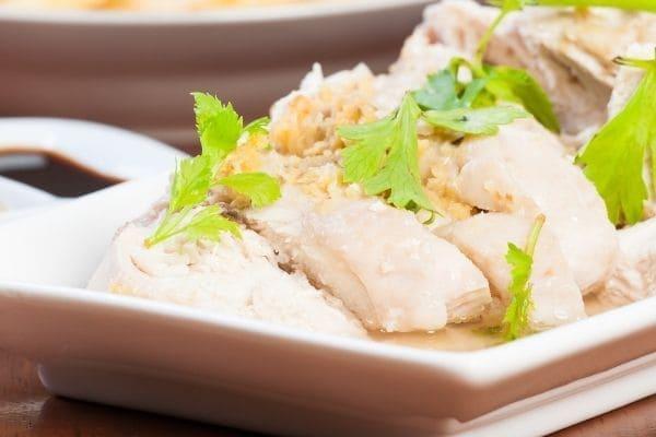 ポリ袋で作った蒸し鶏
